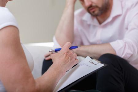 Hombre adulto en tratamiento por stress Claudia Núñez